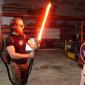 Engenheiros criam sabre de luz real de plasma retrátil de 2.200°C que corta aço